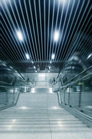 station m�tro: Escaliers dans une station de m�tro Banque d'images