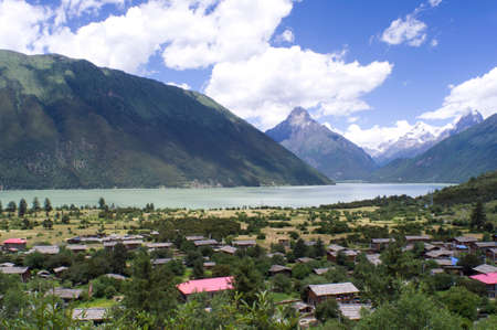 jokul: Basum Lake is a barrier lake, and is ringed by mountains. By the lake there is a village.
