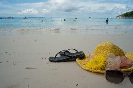slipper: seabeach hat, sunglasses and slipper
