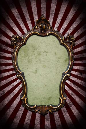 レイと暗い壁にヴィンテージのゴールデン フレーム 写真素材