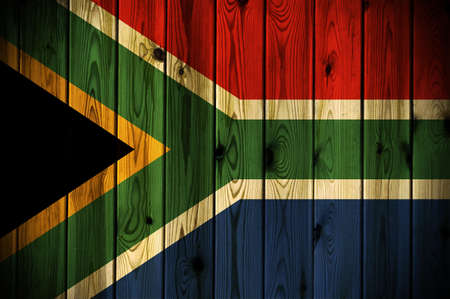 Una bandiera del Sud Africa dipinta su una parete in legno Archivio Fotografico