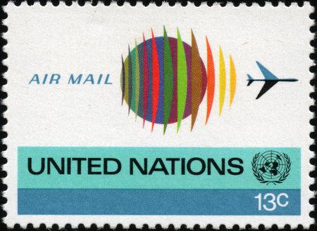 naciones unidas: CIRCA 1974 Un sello impreso en los EE.UU. muestra la ilustración naciones Unidas, alrededor de 1974 Editorial