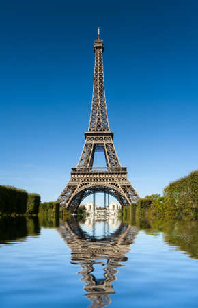VImage of Tour Eiffel reflected in water Stock Photo