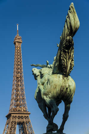 baudenkmal: Rider in front of the Tour eiffel
