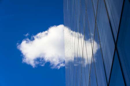 Skyscraper with cloud reflected on it Banco de Imagens - 16212621