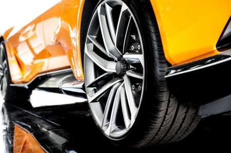 Achterkant van een oranje moderne sportwagen Stockfoto - 61641224