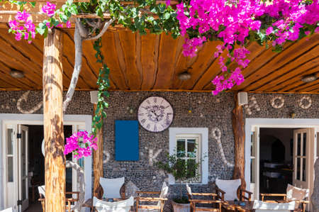 desayuno romantico: Front of a restaurant in Santorini - Greece