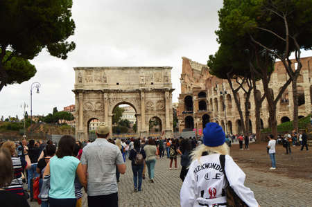 Rome, Italy-October 07, 2018. A large crowd of tourists near the arch of Constantine and the Colosseum, the sights of Rome Redakční