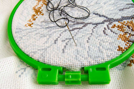 Flat lay embroidery Hoop with canvas and bright sewing thread and embroidery needle. 스톡 콘텐츠