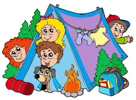 campamento de verano: Grupo de chicos acampadas