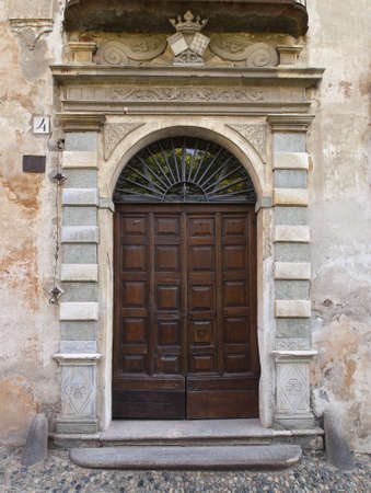saluzzo: Historic door