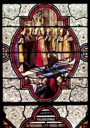 vetrate colorate: Le vetrate della Basilica dell'Immacolata Concezione a Lourdes, Francia