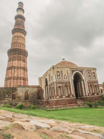 minaret: Qutub Minar, famous minaret in India with an adjacent mosque Stock Photo