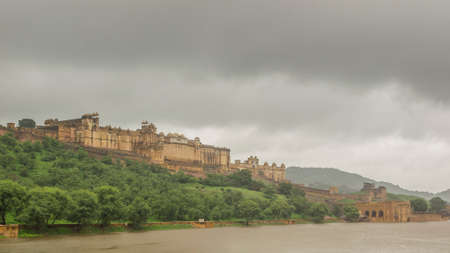 amber fort: View of the Amber Fort from the lake in a rainy day, Jaipur in Rajasthan, India