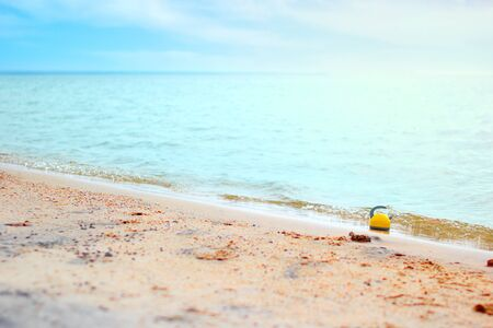 Summer background of tropical beach rest at the seaside, teapot on the wave of blurred turquoise sea at sunny day Stok Fotoğraf