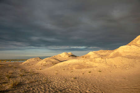 Sunset on the dunes at the Marker Wadden at night. Manmade archipelago in development located in the Netherlands. 免版税图像