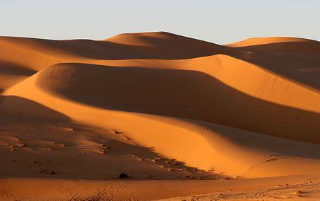 Les dunes de sable au coucher du soleil, de la Libye  Banque d'images