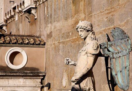 michele: L'originale arcangelo Michele statua di Raffaello da Montelupo, 1544, Castel Sant'Angelo, Roma  Archivio Fotografico
