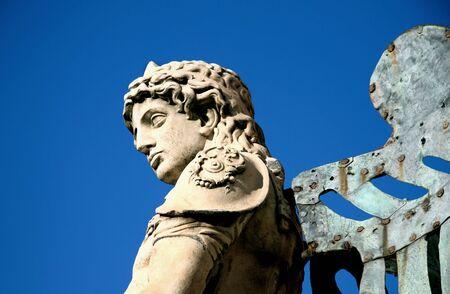michele: La statua di bronzo di arcangelo di Michael von Verschaffelt, 1753, Castel Sant'Angelo, Roma  Archivio Fotografico