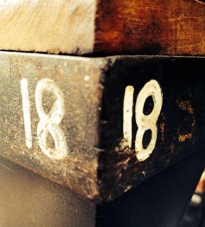 materiale: Contrasto concetto di numero 18 con materie prime