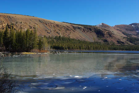 mammoth lakes: Mountain lake near Mammoth Lakes, California