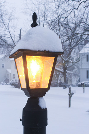 outside street lamp in the snow 版權商用圖片