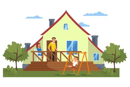 Heureuse famille moderne devant la maison