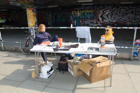 Southbank, London, 30th March 2019: Supporters present their stall to raise funds for Long live Southbank, an organisation committed to reviving the underground skateboarding facility pictured in the background. 新聞圖片