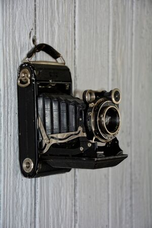 oude camera hangt af van oud hout Weier muur, portret
