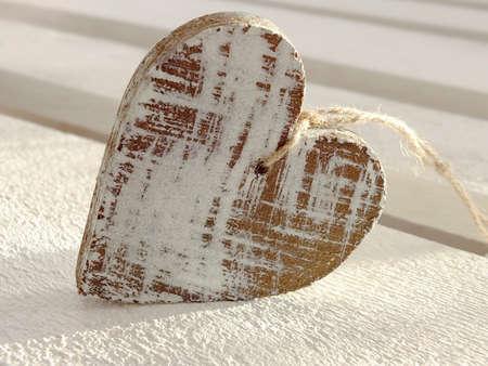 Bild von einem Herz aus Holz Standard-Bild - 27739063