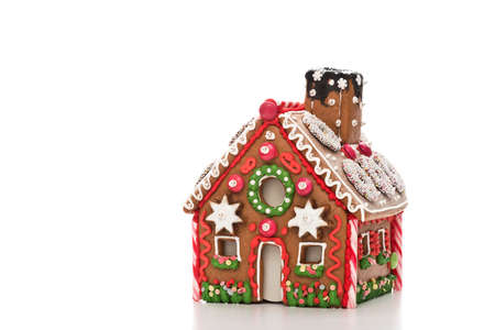 casita de dulces: home made gingerbread house with white background
