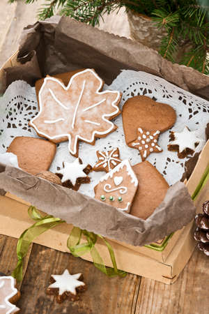 christmas tree presents: gingerbread cookies with christmas decoration
