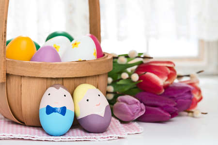 mrs: El Sr. y la Sra huevo de Pascua con la decoraci�n