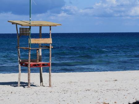 supervisión: silla de supervisión de salvavidas en el mar