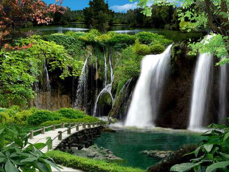 Grot met watervallen en beken
