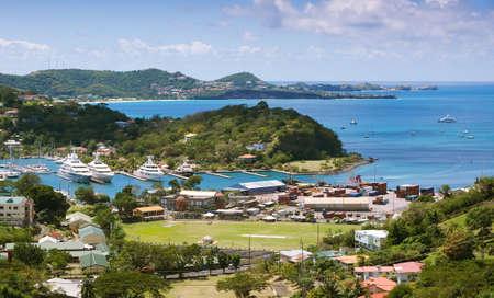 Mar Caribe - Isla de Grenada - San Jorge - Puerto interior y la bahía Devils Foto de archivo - 75211169