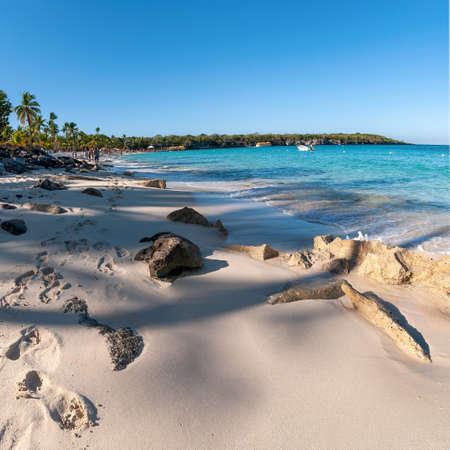 View of Catalina island - Playa de la isla Catalina - Caribbean tropical beach and sea 免版税图像