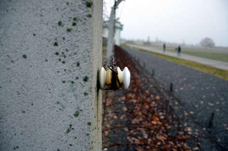 sachsenhausen: Barbed wire in Sachsenhausen, Germany