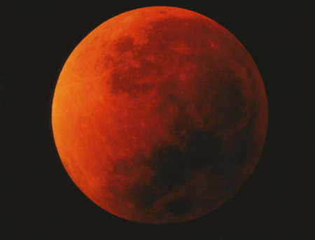 Total lunar eclipse in Italy on January 21, 2000. The blood moon