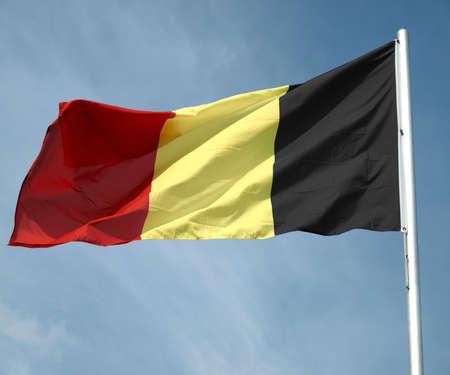 belgique: Flag of Belgium over a blue sky