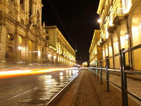 Via Po, alte barocke Zentralestraße in Turin (Torino) - bei Nacht Standard-Bild