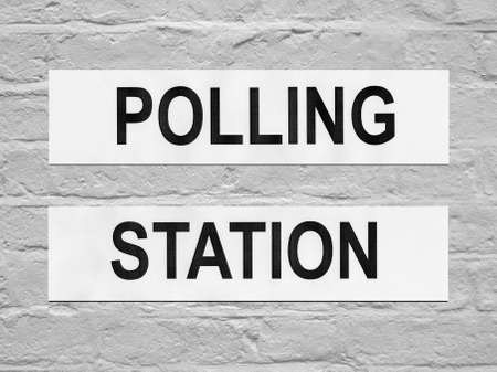 encuestando: Lugar de la estaci�n de sondeo para que los votantes a emitir votos en las elecciones