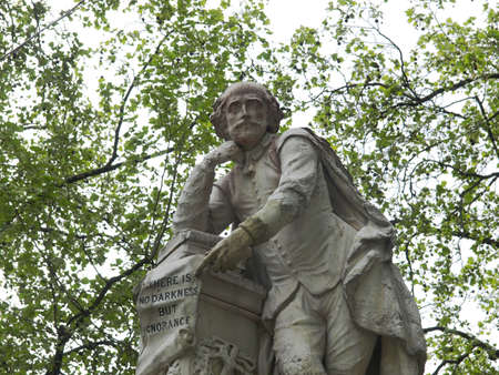 Statue of William Shakespeare (year 1874) in Leicester square, London, UK 版權商用圖片