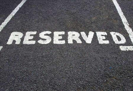 Een verkeersbord voor een gereserveerde parkeerplaats