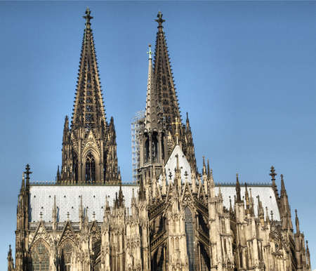 dom: Koelner Dom, �glise cath�drale gothique � Cologne (Cologne), Allemagne - HDR de gamme dynamique �lev�e