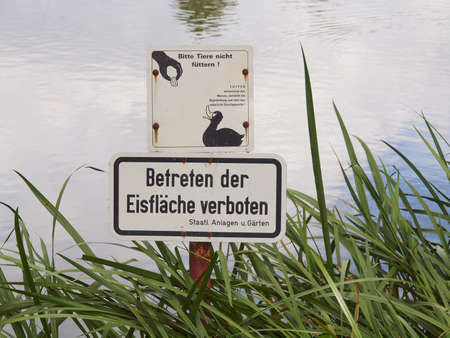 Do not feed the ducks sign in German photo