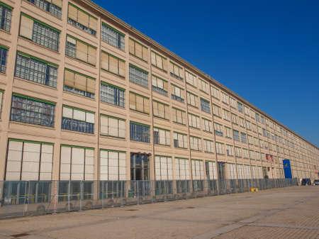 TORINO, ITALIA - 24 gennaio 2014: La fabbrica Fiat del Lingotto progettata da Trucco nel 1916 è stata la più grande fabbrica di auto al tempo e ancora ospita il centro direzionale di Fiat e di un complesso espositivo