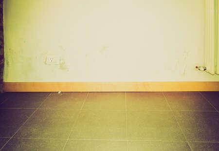 damp: Epoca Danni cercando causati da umidit� e umidit� su una parete