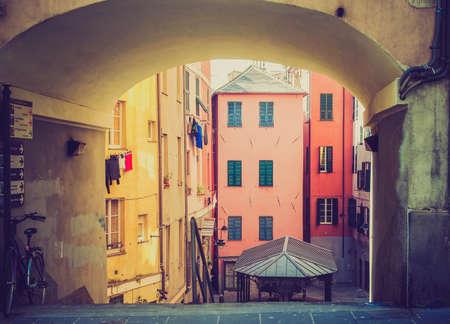 looking at view: Vintage guardando Veduta di Genova citt� vecchia in Italia
