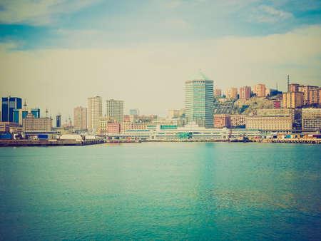 looking at view: Vintage guardando Vista della citt� di Genova dal mare Archivio Fotografico